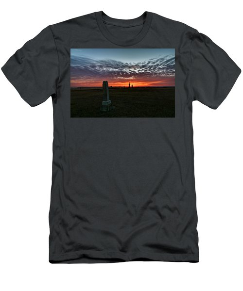Lonely Sunset Men's T-Shirt (Athletic Fit)