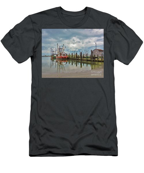 Long Beach Island Docks Men's T-Shirt (Athletic Fit)