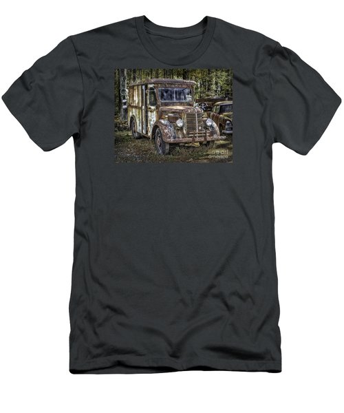 Very Old Mack Truck Men's T-Shirt (Athletic Fit)