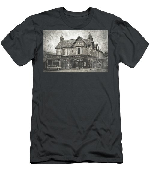 Macnaughtons Of Pitlochry. Perthshire. Vintage Men's T-Shirt (Athletic Fit)