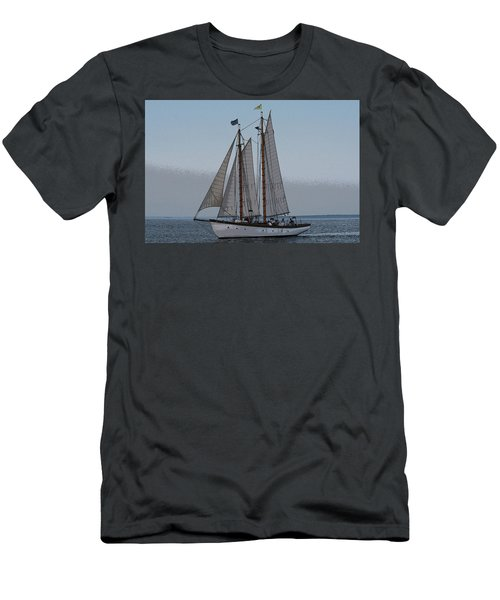 Maine Schooner Men's T-Shirt (Athletic Fit)