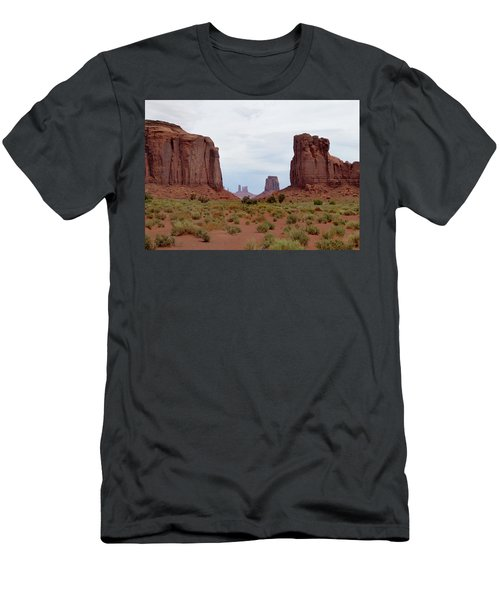 Majestic Monument Valley Men's T-Shirt (Athletic Fit)