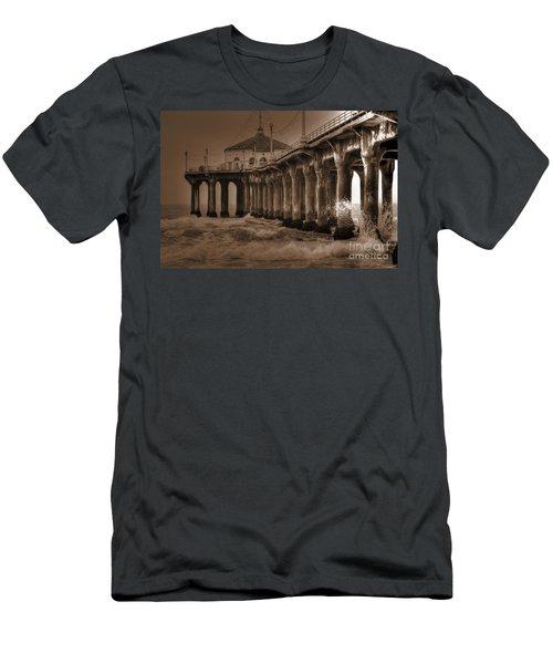 Manhattan Pier Splash Men's T-Shirt (Athletic Fit)