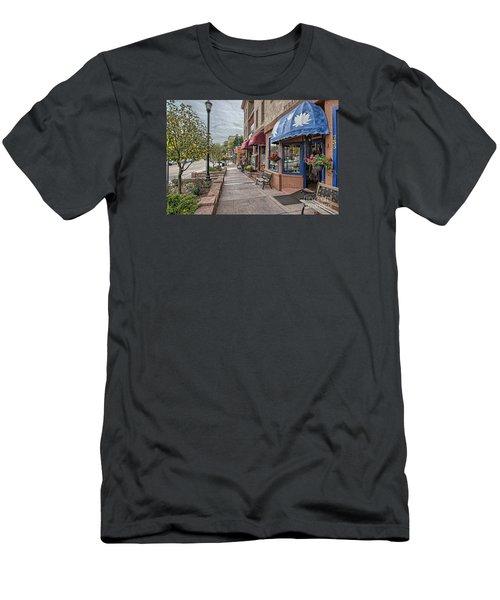 Manitou Men's T-Shirt (Athletic Fit)