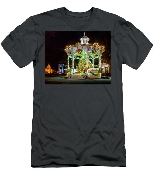 Medina, Ohio Christmas On The Square. Men's T-Shirt (Athletic Fit)