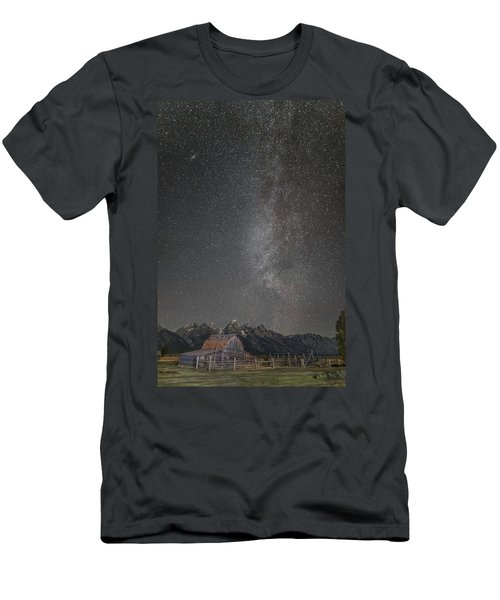 Milkyway Over The John Moulton Barn Men's T-Shirt (Slim Fit) by Roman Kurywczak