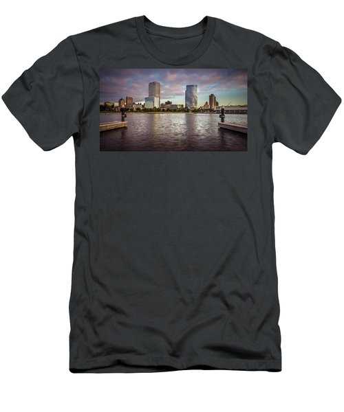 Milwaukee Skyline Men's T-Shirt (Athletic Fit)