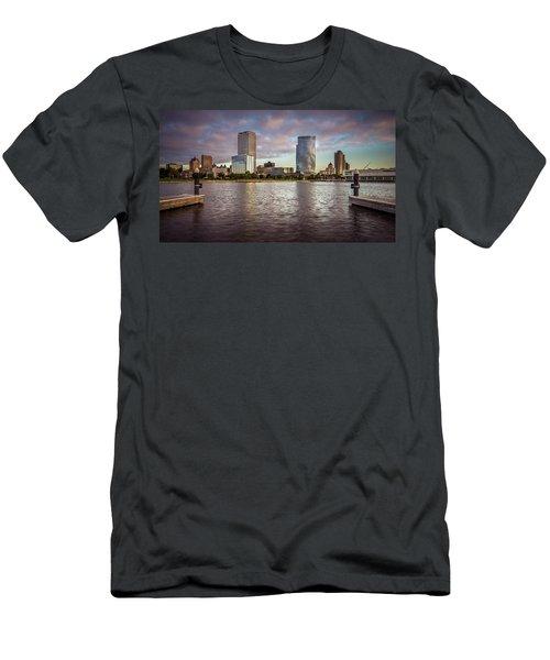 Milwaukee Skyline Men's T-Shirt (Athletic Fit)