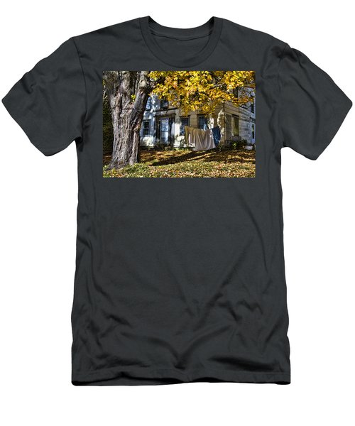 Monday Wash Day Men's T-Shirt (Slim Fit) by Betty Pauwels