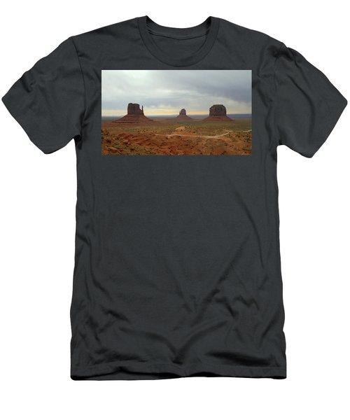 Monument Valley Landscape   Men's T-Shirt (Athletic Fit)