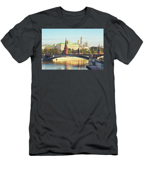 Moscow, Kremlin Men's T-Shirt (Athletic Fit)