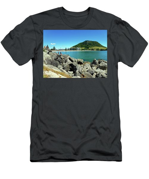 Mt Maunganui Beach 11 - Tauranga New Zealand Men's T-Shirt (Athletic Fit)
