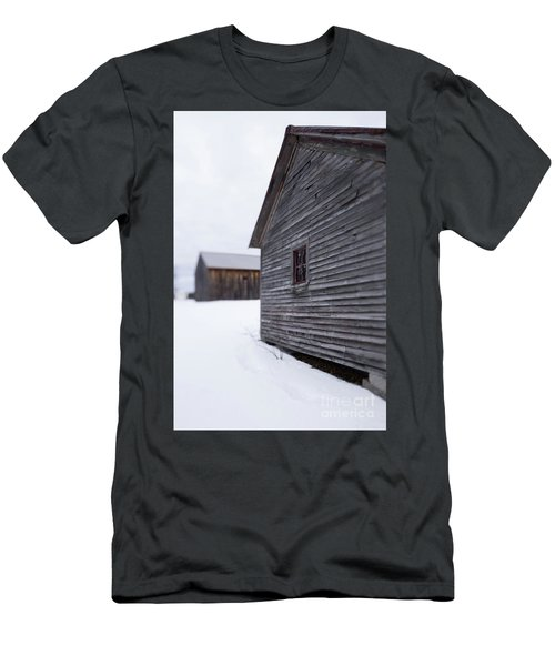 Musterfield Farm North Sutton Nh Old Buildings In The Snow Men's T-Shirt (Athletic Fit)