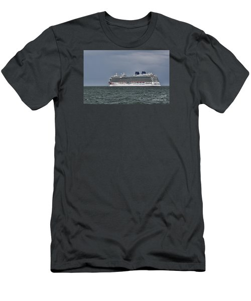Mv Britannia 4 Men's T-Shirt (Athletic Fit)