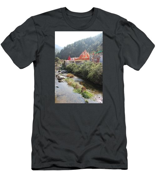 Neem Karoli Baba Ashram, Kainchi Men's T-Shirt (Athletic Fit)