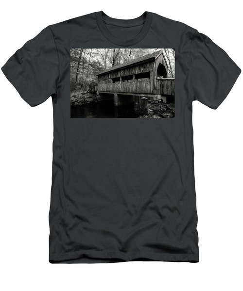 New England Covered Bridge Men's T-Shirt (Athletic Fit)