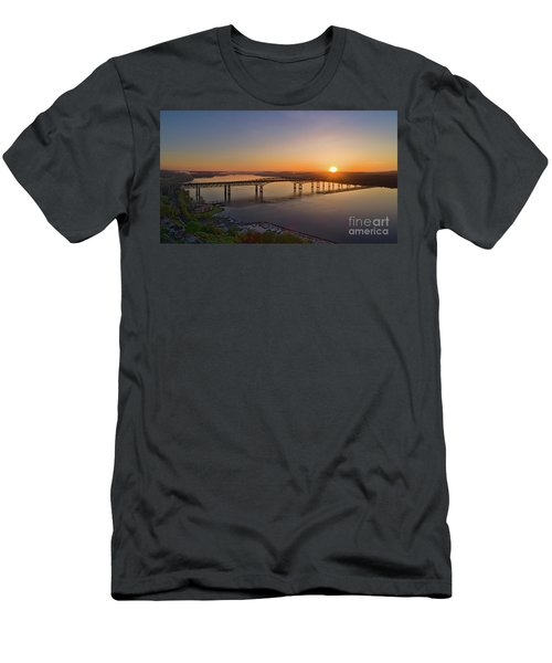 Newburgh-beacon Bridge May Sunrise Men's T-Shirt (Athletic Fit)