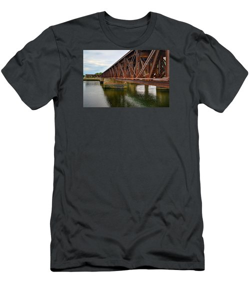 Newburyport Train Trestle Men's T-Shirt (Athletic Fit)