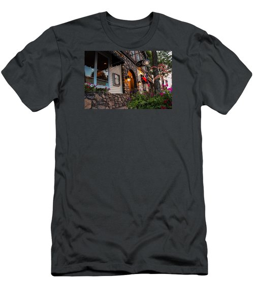 Nini's Restaurante Easthampton Men's T-Shirt (Athletic Fit)