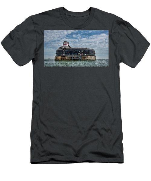 No Mans Fort Men's T-Shirt (Athletic Fit)