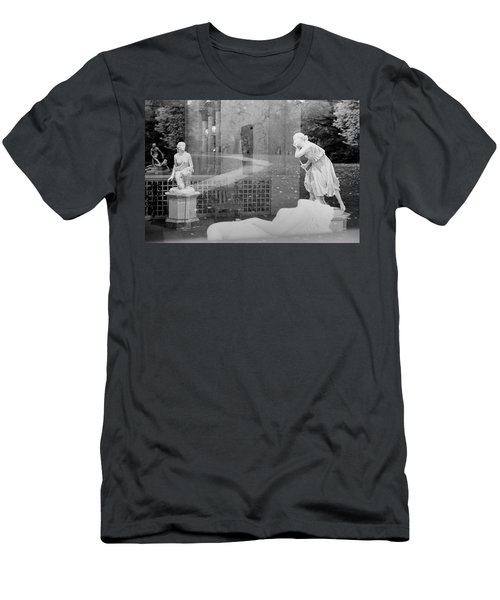 Nyc Whispering Statues Men's T-Shirt (Athletic Fit)