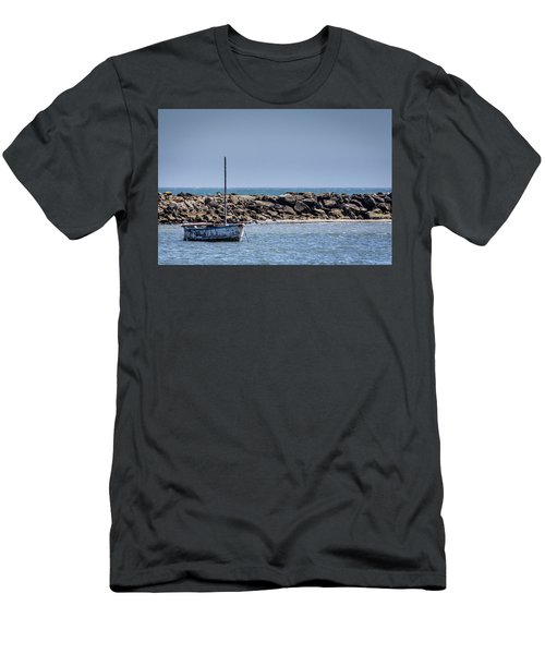 Old Boat - Half Moon Bay Men's T-Shirt (Athletic Fit)