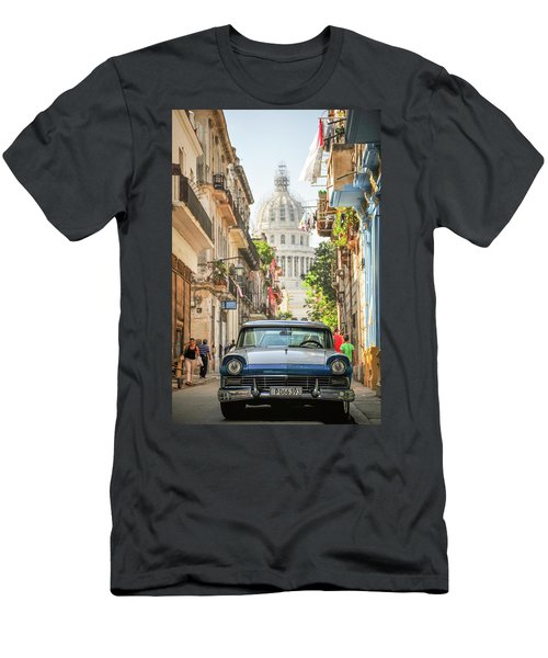Old Car And El Capitolio Men's T-Shirt (Athletic Fit)