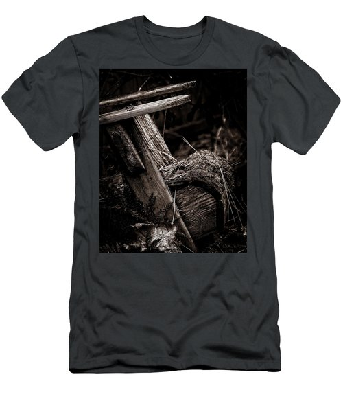 Old Garden Chair. Men's T-Shirt (Athletic Fit)
