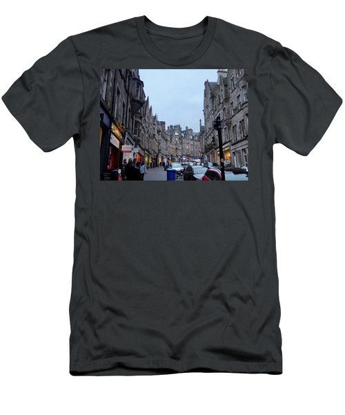 Old Town Edinburgh Men's T-Shirt (Athletic Fit)