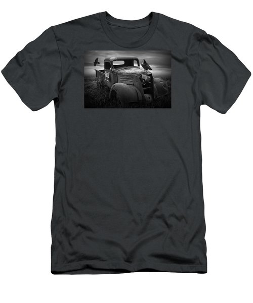Old Vintage Chevy Pickup Truck With Ravens Men's T-Shirt (Athletic Fit)