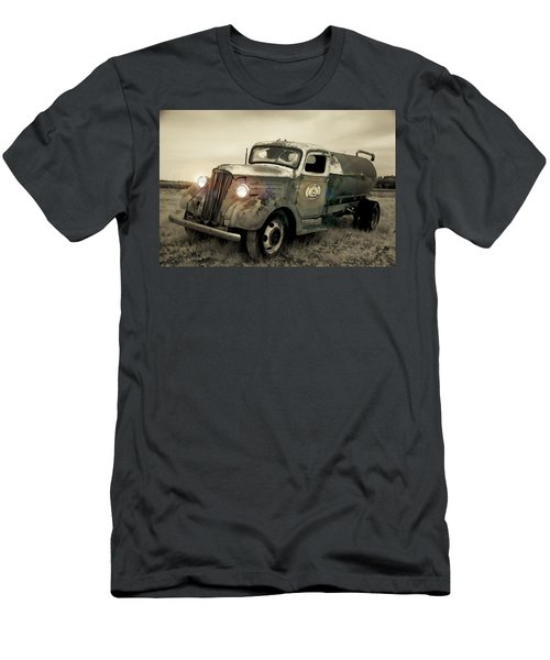 Old Water Truck Men's T-Shirt (Athletic Fit)