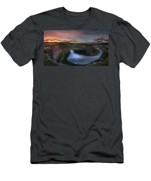 Men's T-Shirt (Athletic Fit) featuring the photograph Palouse Falls Sunrise by William Lee