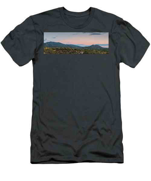 Panorama Of Santa Fe Sangre De Cristo Mountains - New Mexico Land Of Enchantment Men's T-Shirt (Athletic Fit)