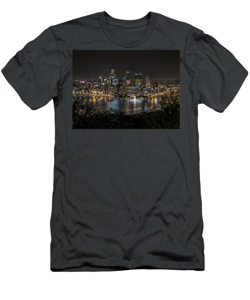 Pittsburgh Skyline Men's T-Shirt (Athletic Fit)