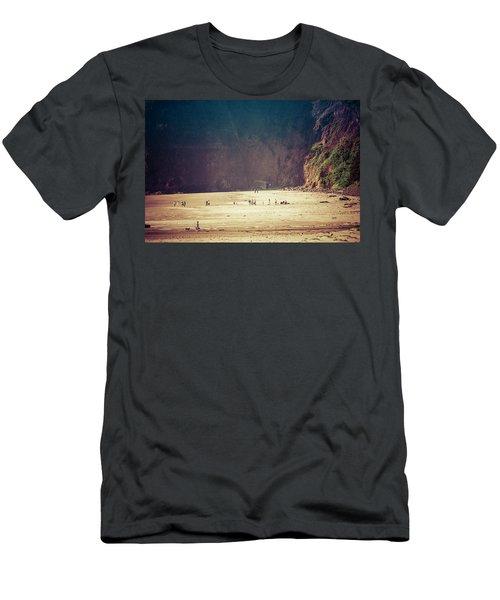 Playing Along Oceanside Oregon Men's T-Shirt (Slim Fit)