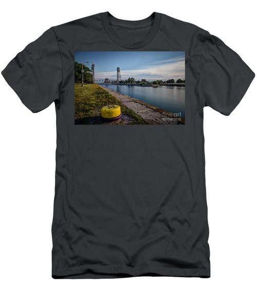Port Colborne Men's T-Shirt (Athletic Fit)