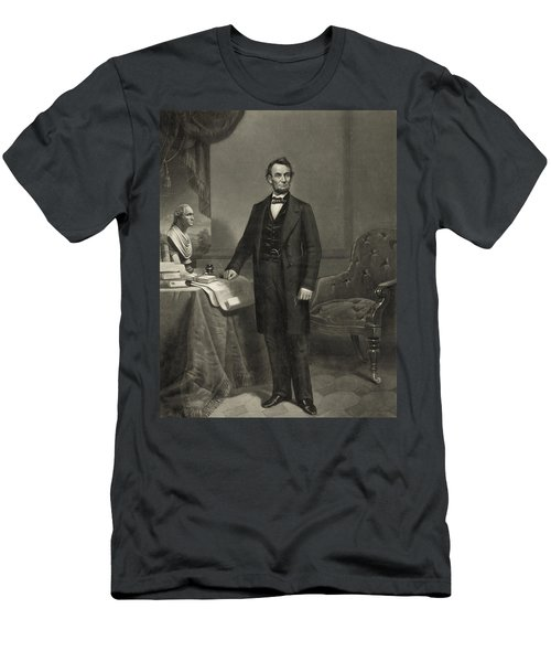 President Abraham Lincoln Men's T-Shirt (Athletic Fit)