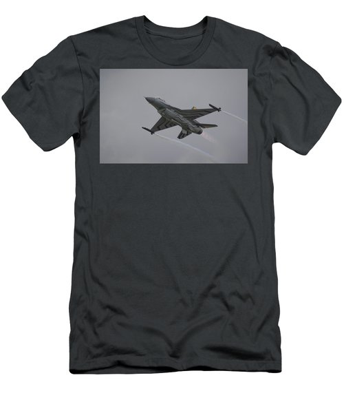 Raf Scampton 2017 - F-16 Fighting Falcon Men's T-Shirt (Athletic Fit)