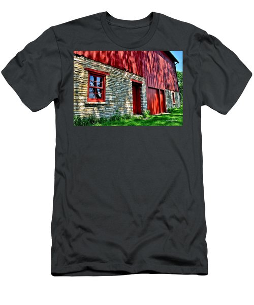 Red Barn In The Shade Men's T-Shirt (Athletic Fit)