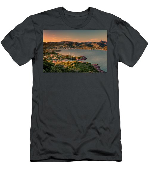 Red Mountains Men's T-Shirt (Athletic Fit)