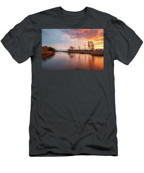 Red Sunset On The Pond Men's T-Shirt (Athletic Fit)