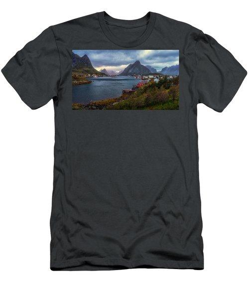Reine Men's T-Shirt (Athletic Fit)