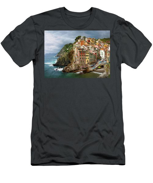 Riomaggiore Italy Men's T-Shirt (Athletic Fit)