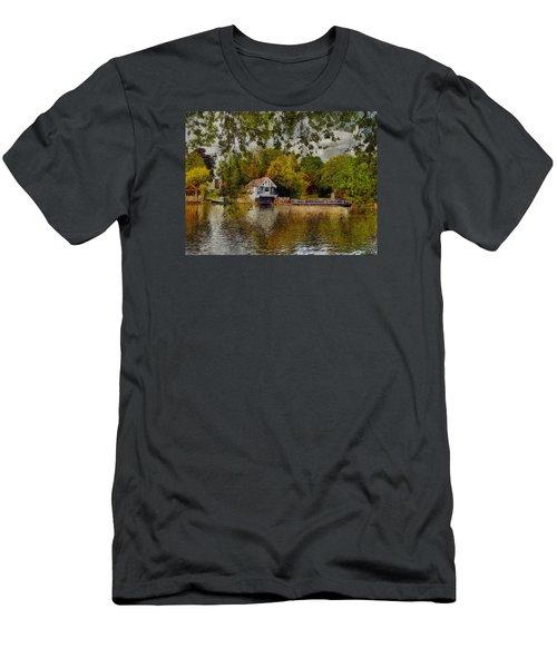 Riverview Vi Men's T-Shirt (Athletic Fit)