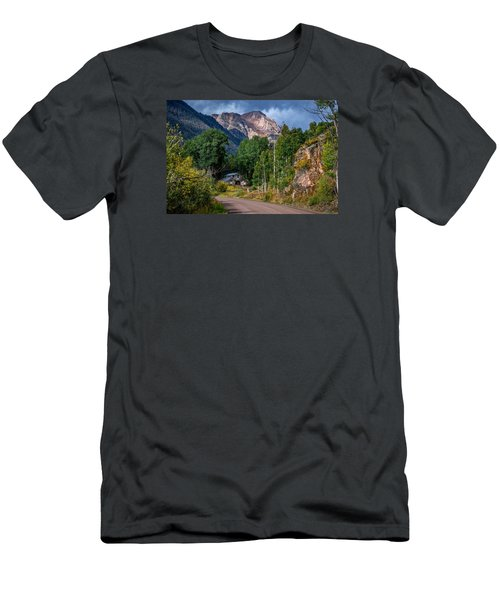 Road Towards Cinnamon Pass Men's T-Shirt (Athletic Fit)