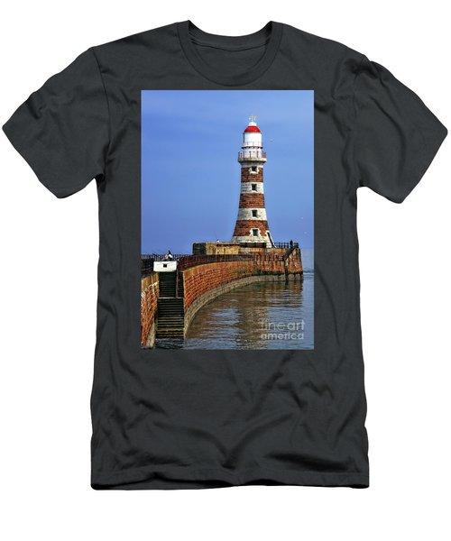 Roker Lighthouse Portrait Men's T-Shirt (Athletic Fit)