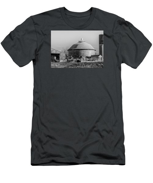 Round Barn Men's T-Shirt (Slim Fit) by Dan Traun