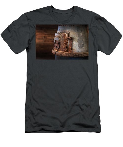 Rusty Stove Men's T-Shirt (Athletic Fit)