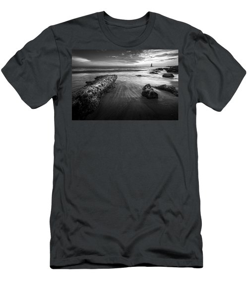 Sail Into The Sunset - Bw Men's T-Shirt (Athletic Fit)