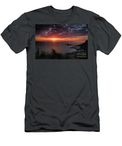 Saltwick Bay Sunrise  Men's T-Shirt (Athletic Fit)